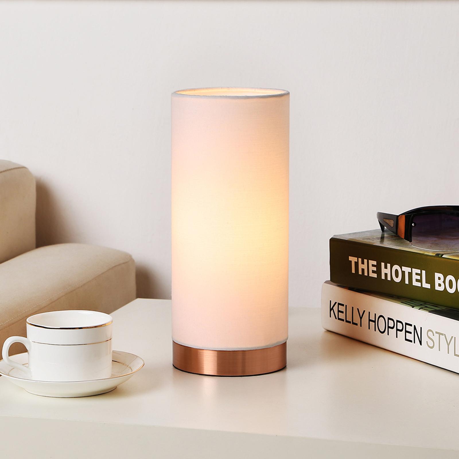 Biała lampa stołowa Ronja z miedzianą podstawą