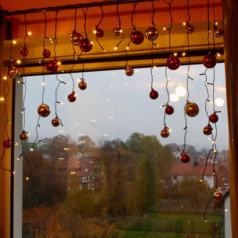 LED-Lichtervorhang mit Kugeln in Rot und Gold