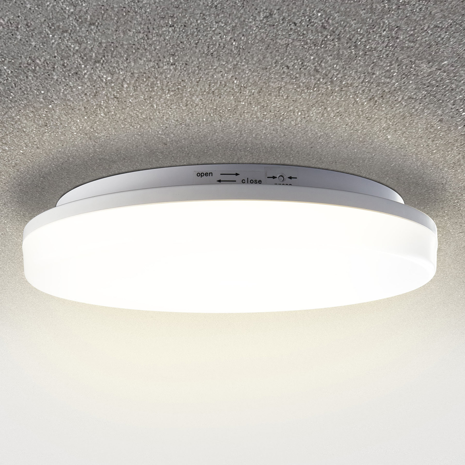 Pronto LED ceiling light with a motion detector_9506385_1