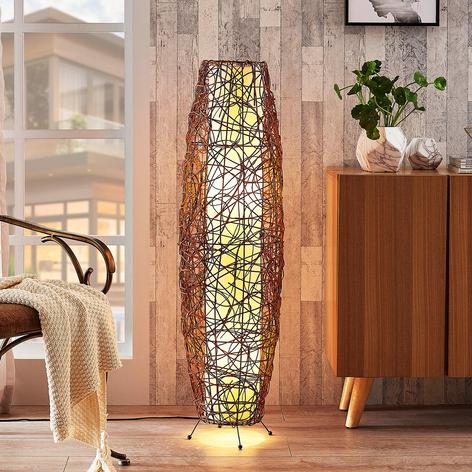 Nias – pękata lampa stojąca z rattanu i tkaniny