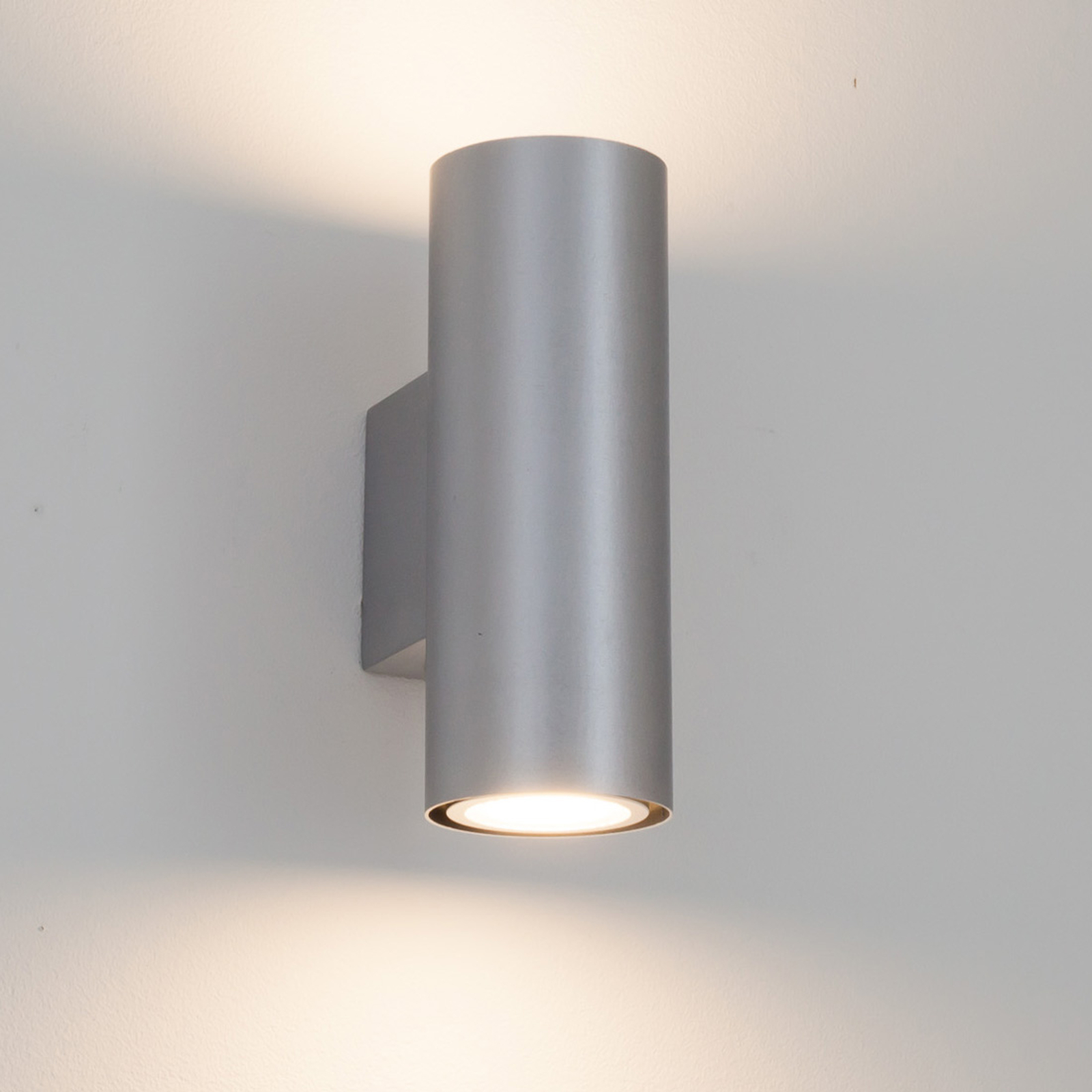 Silberne LED-Wandleuchte Kabir, 2-flammig