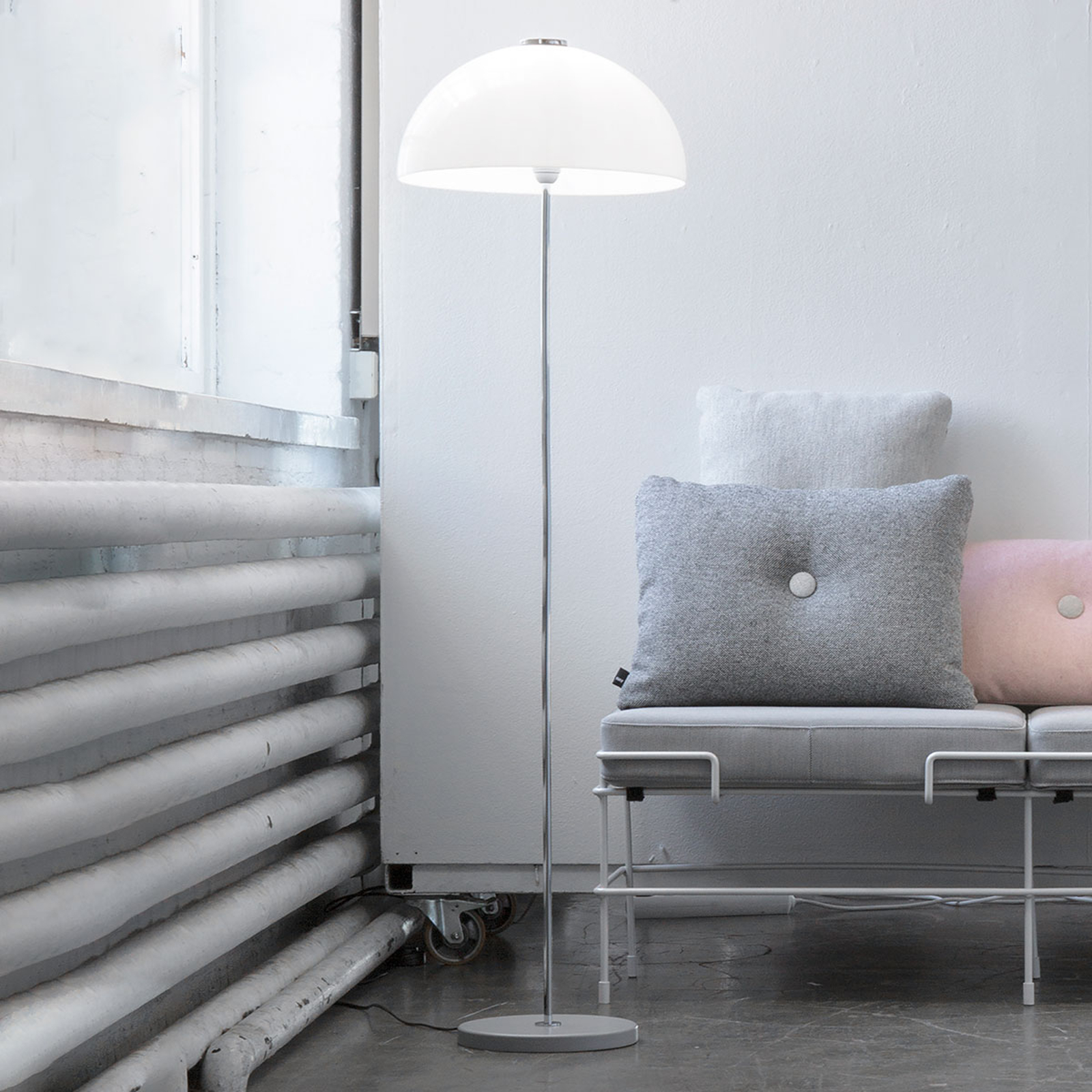 Innolux Kupoli standerlampe m. grå fod