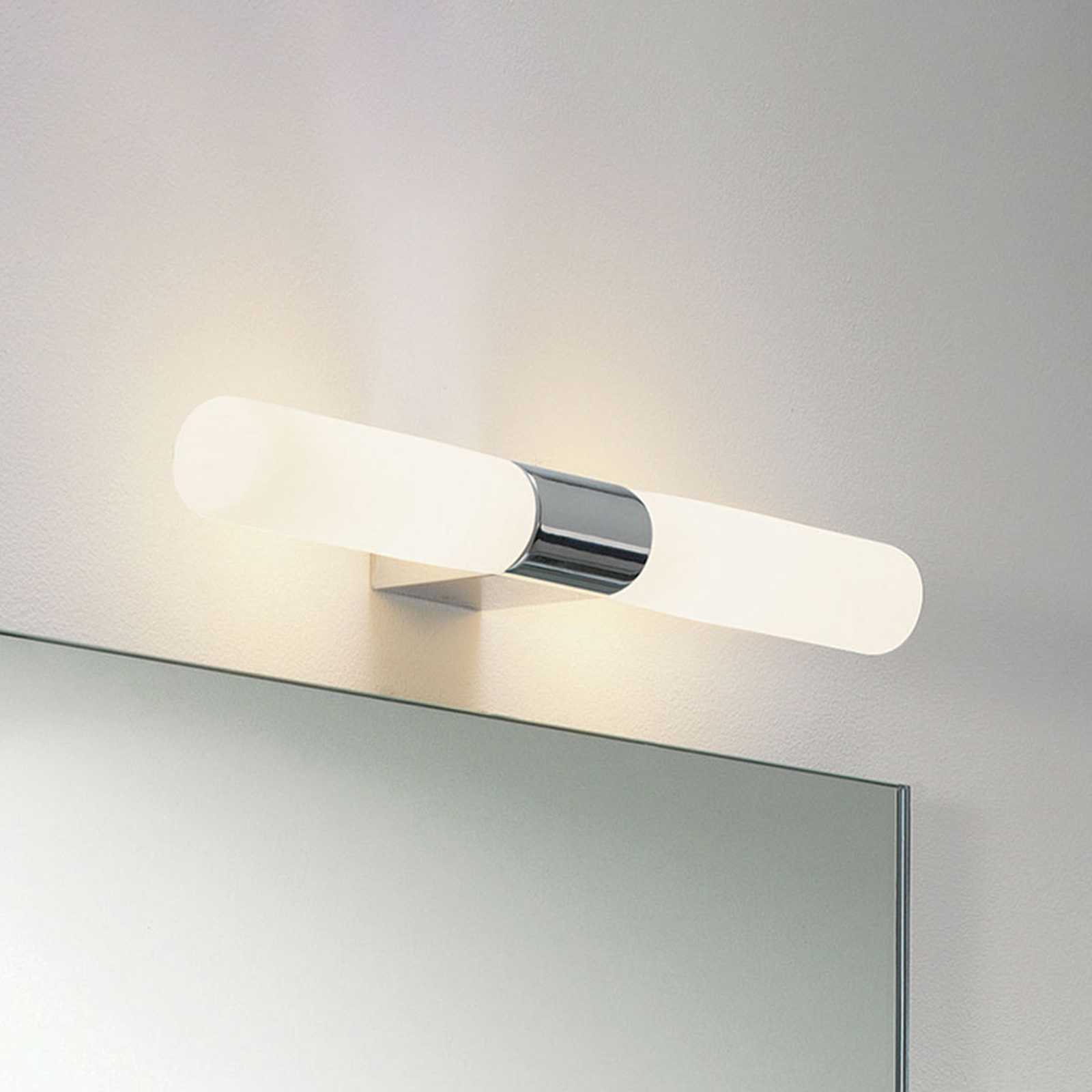 Astro Padova Round applique pour miroir chromé