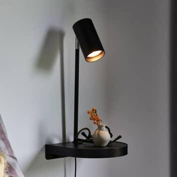 Vegglampe Cody, med hylle og USB-tilkobling