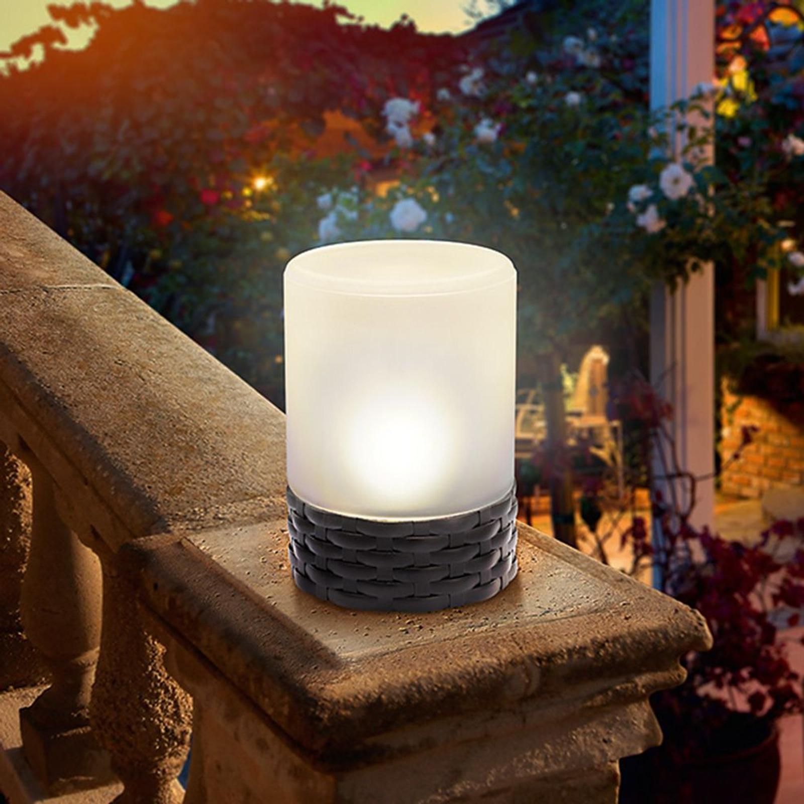Cloe - LED-solcellslampa i trendig rotting-stil
