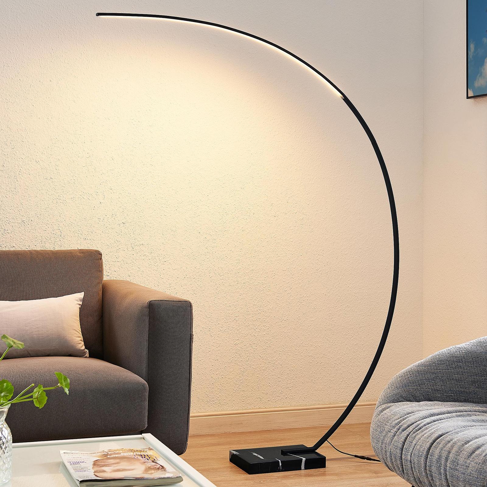 Lindby Kendra LED-båg-golvlampa, svart