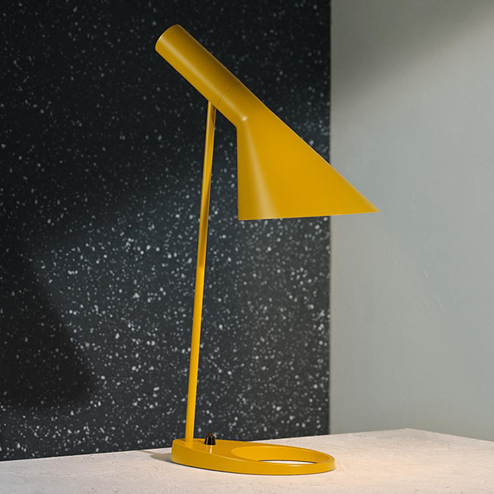 Louis Poulsen AJ - designer tafellamp, okergeel