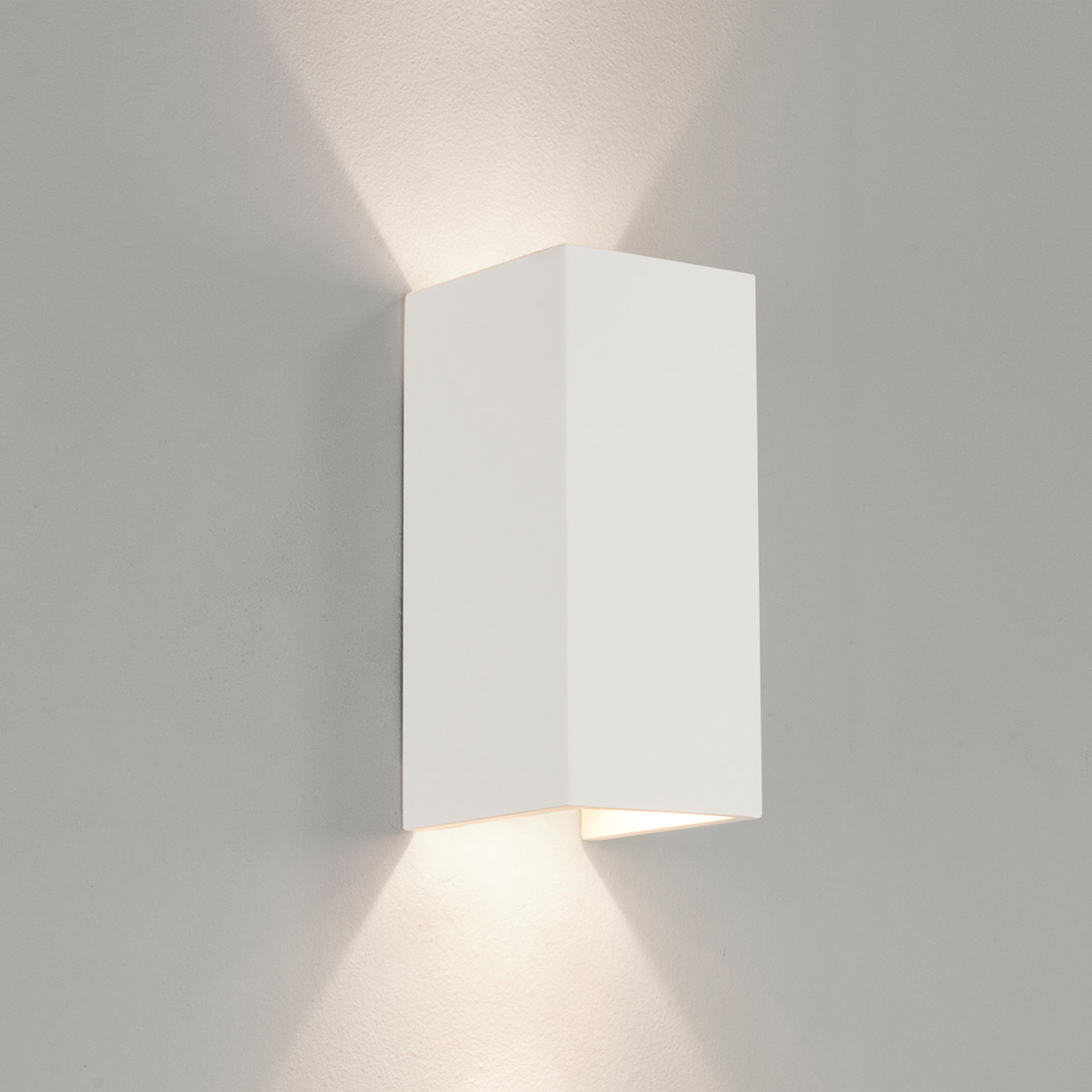 Astro Parma 210 – biała lampa ścienna