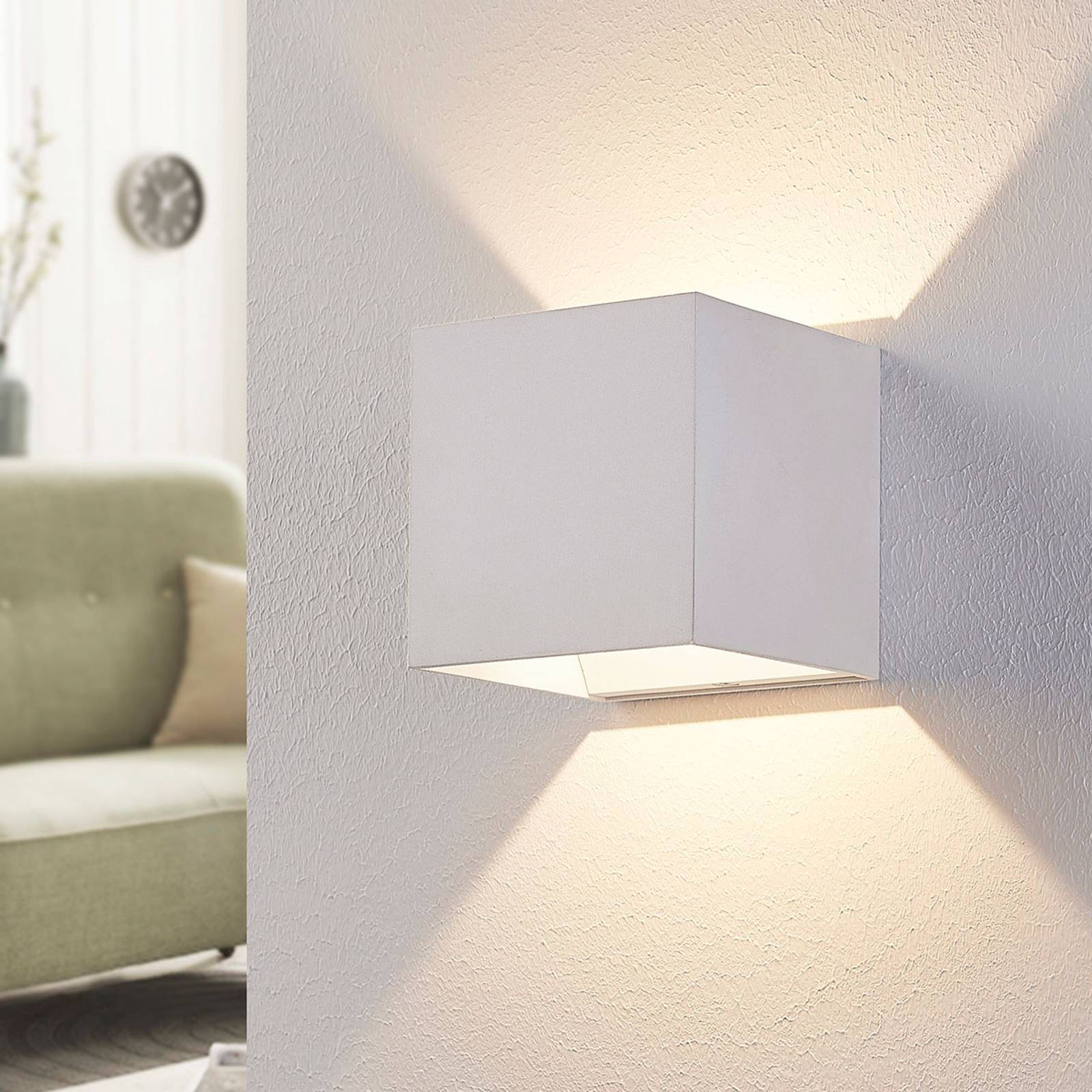 Witte LED wandlamp Esma in kubusvorm
