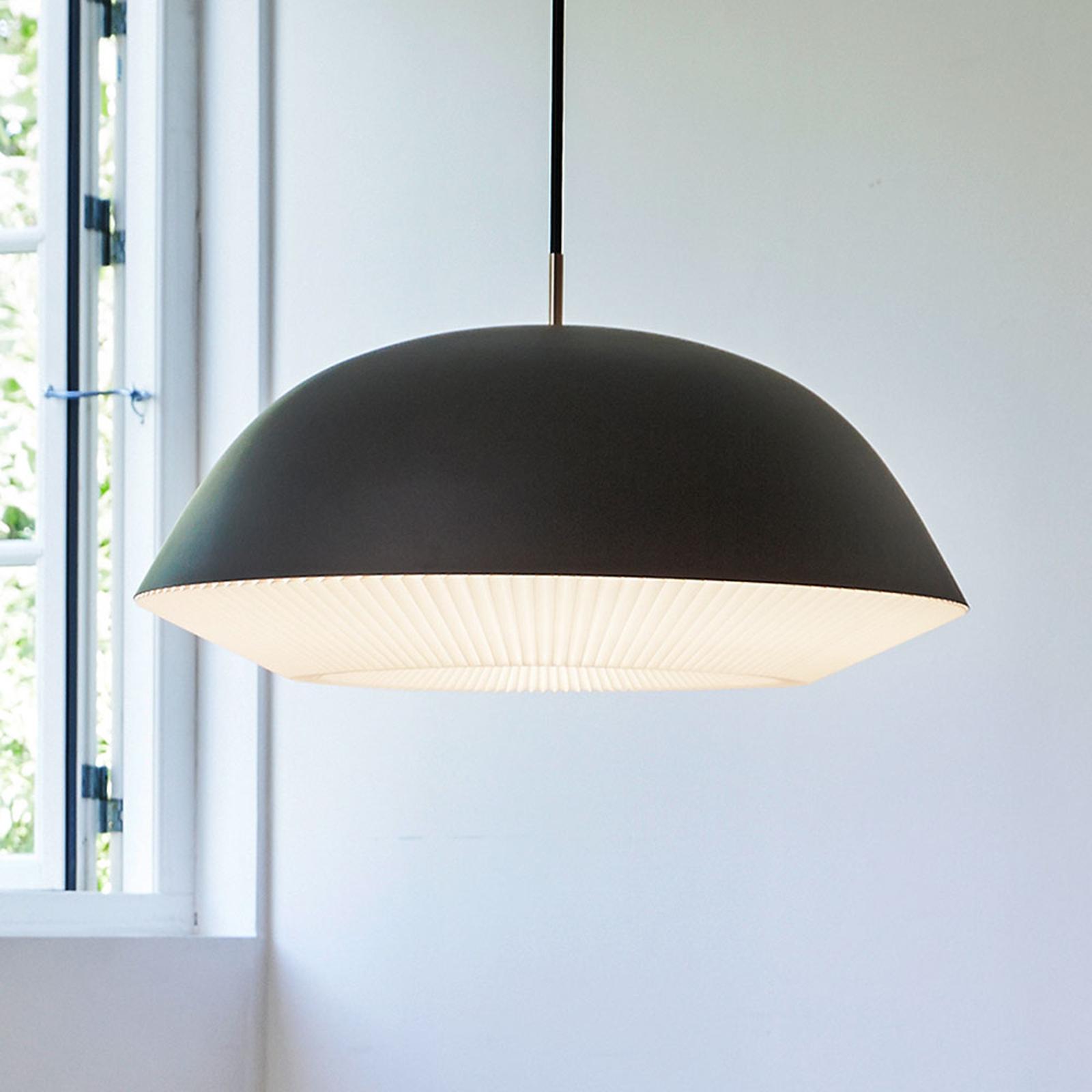 LE KLINT Caché XL - závěsné světlo v černé