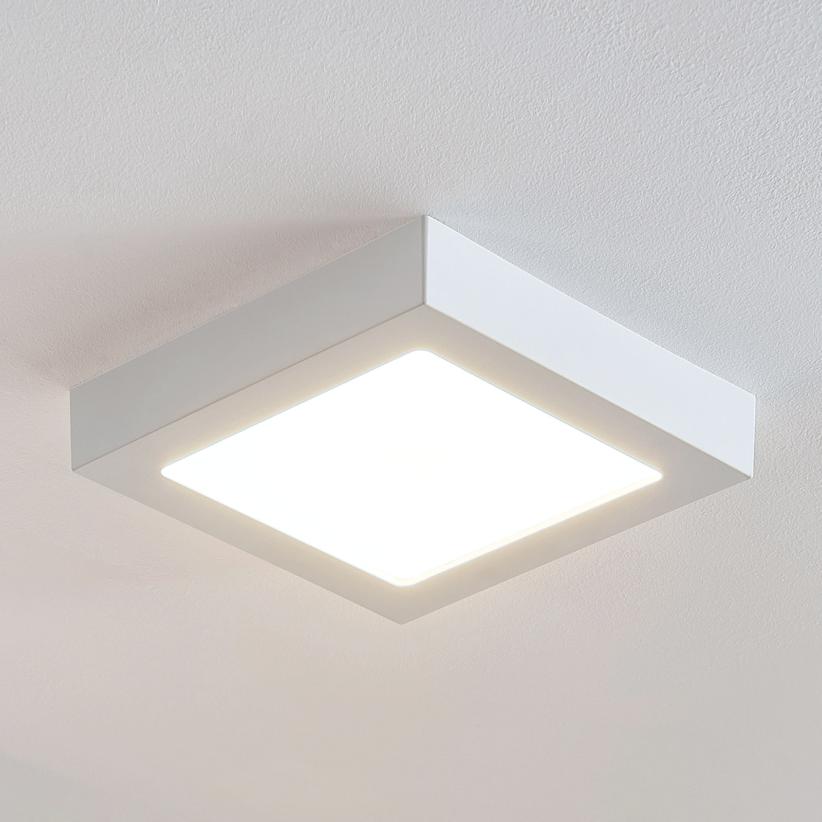 LED-taklampe Marlo, hvit, 3000K kantet 23,1cm