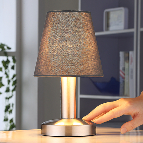 Grå nattbordslampe Hanno med stoffskjerm