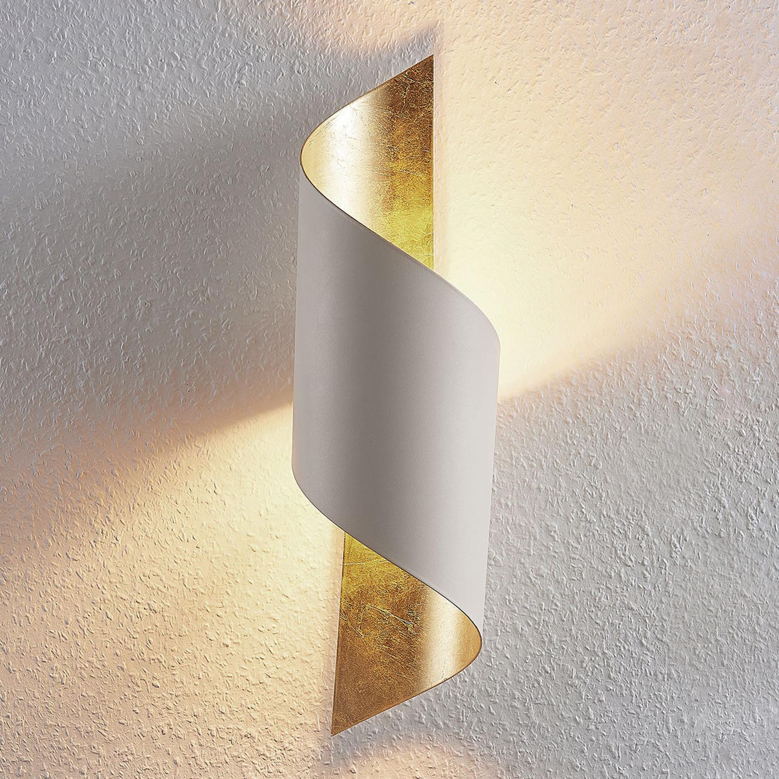 Metallvägglampa Vanni, inrullad, vit-guld