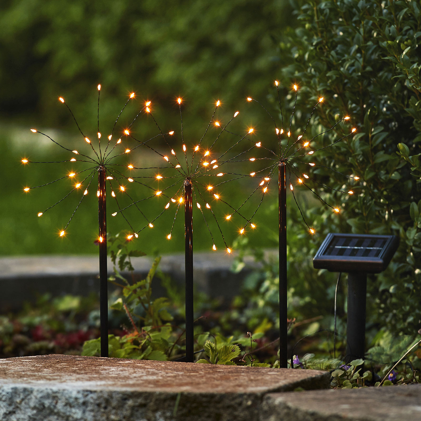 Lampa solarna LED Firework z grotami ziemnymi