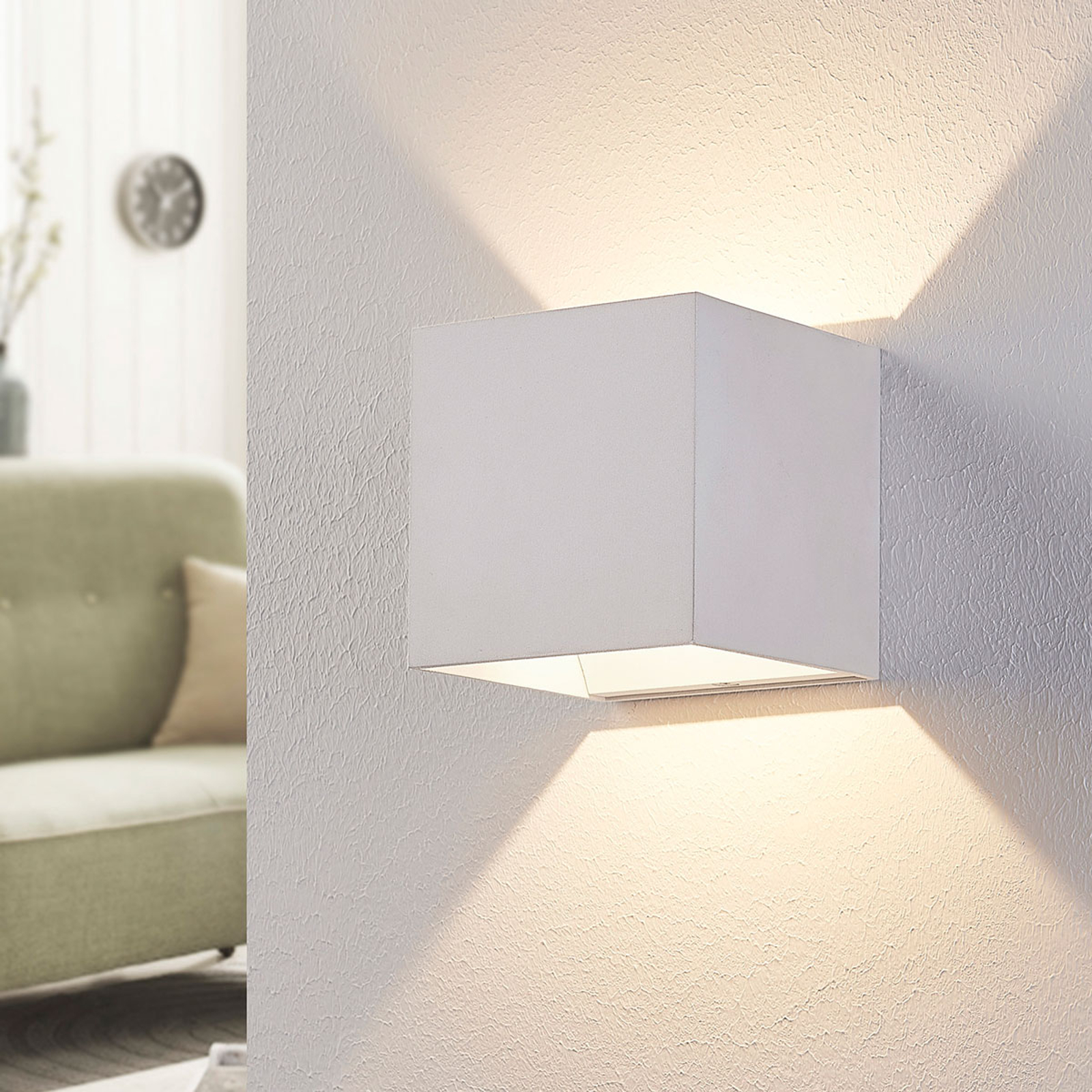 Applique LED Esma blanche, de forme cubique
