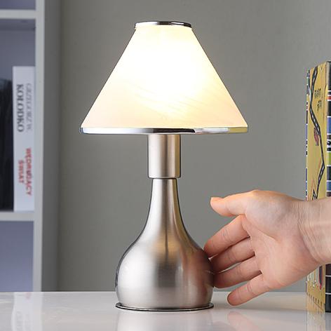 Noční lampička Elle ze skla a kovu