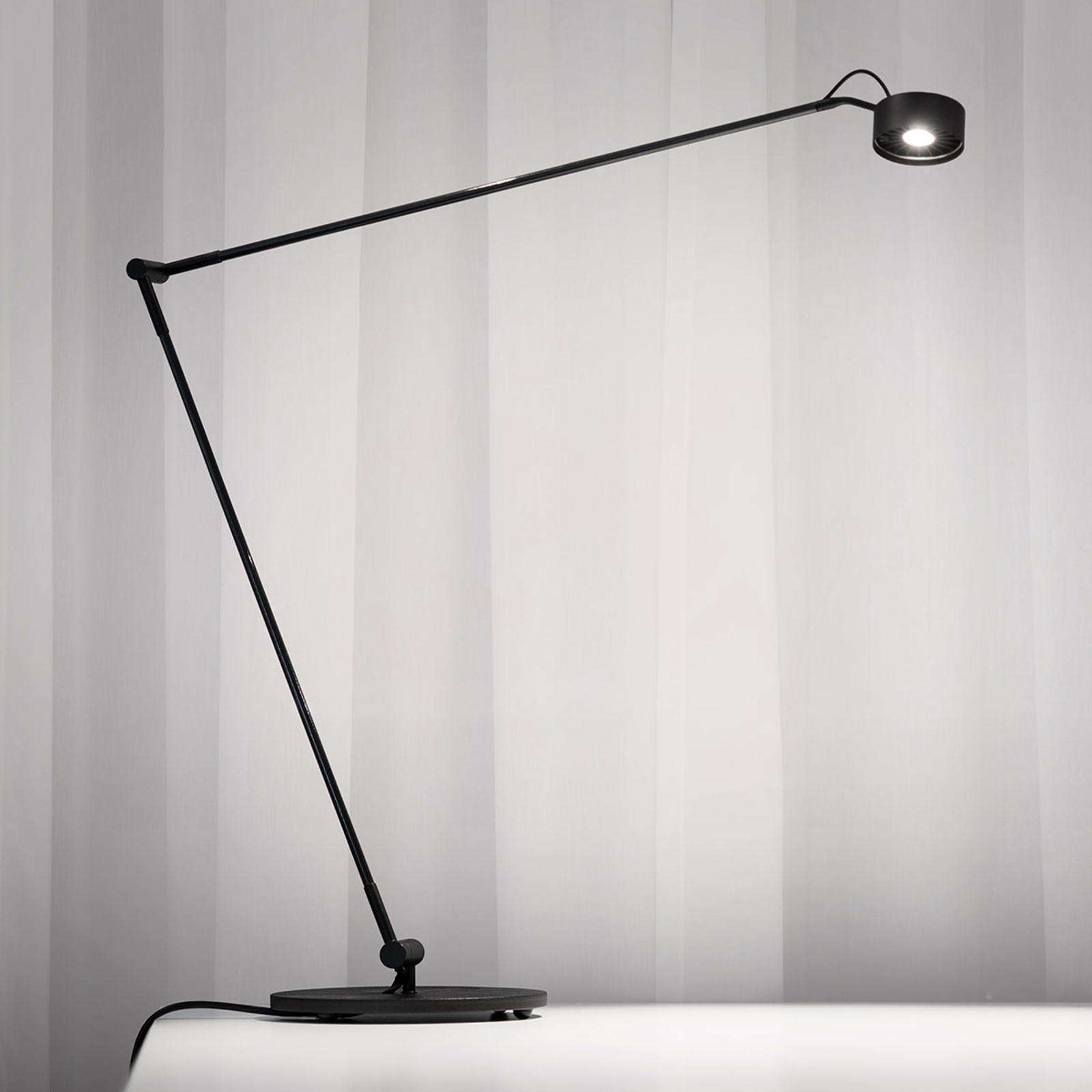 LED-Tischleuchte Basica 930 E mit Ausleger,schwarz