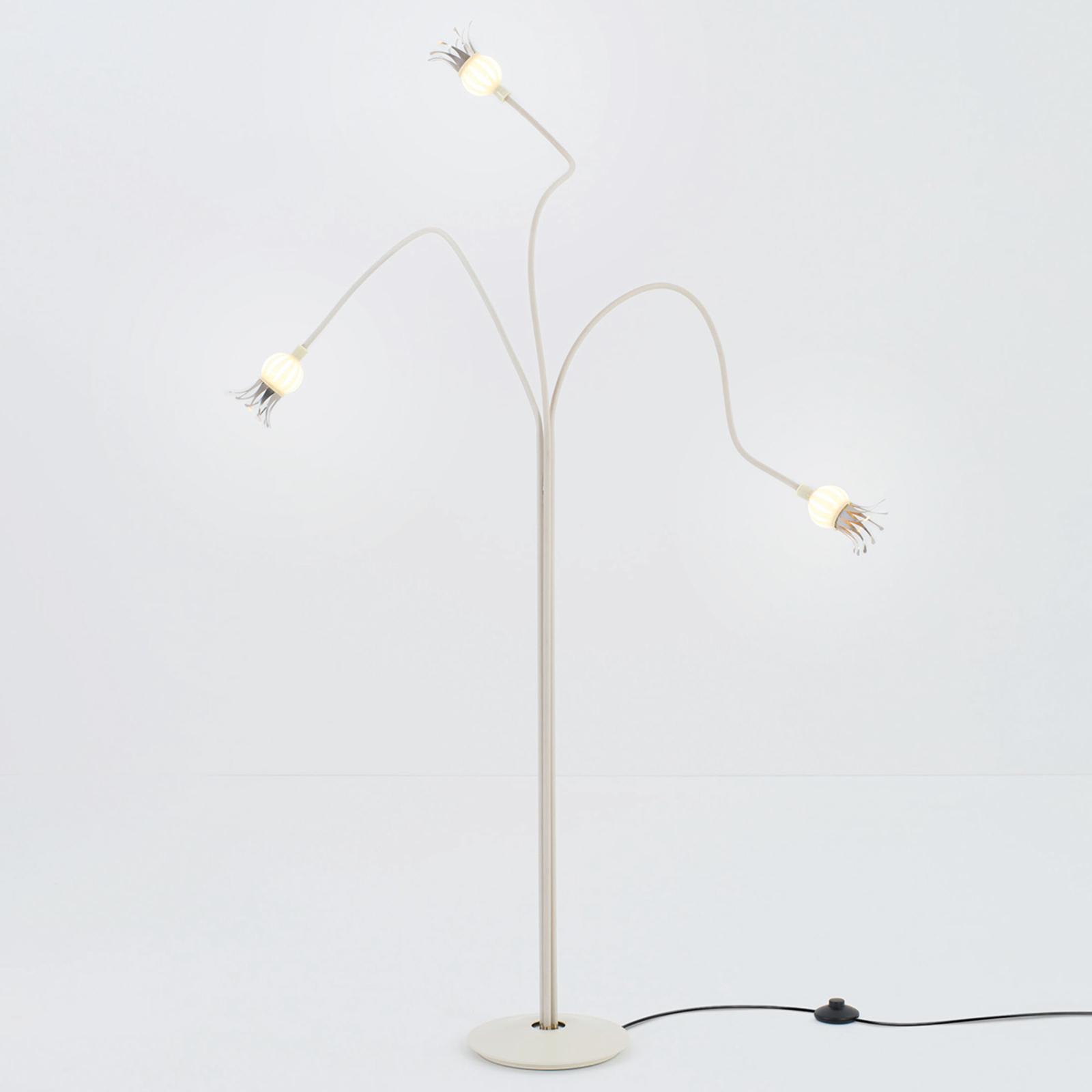 Lampa stojąca Poppy z trzema giętkimi ramionami