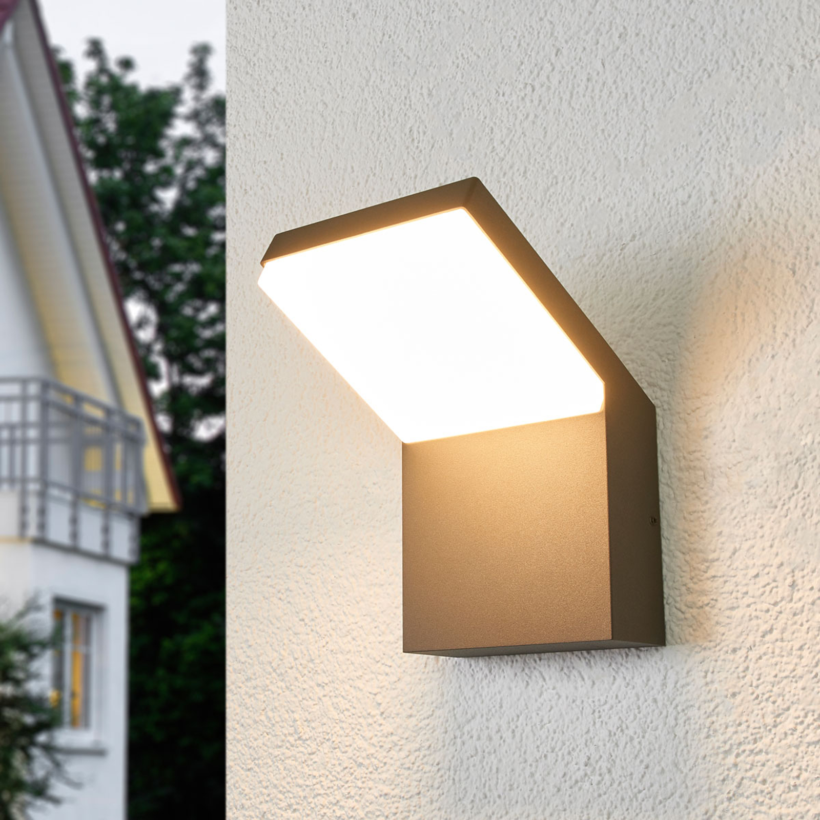 Nach unten gerichtete LED-Außenwandlampe Yolena