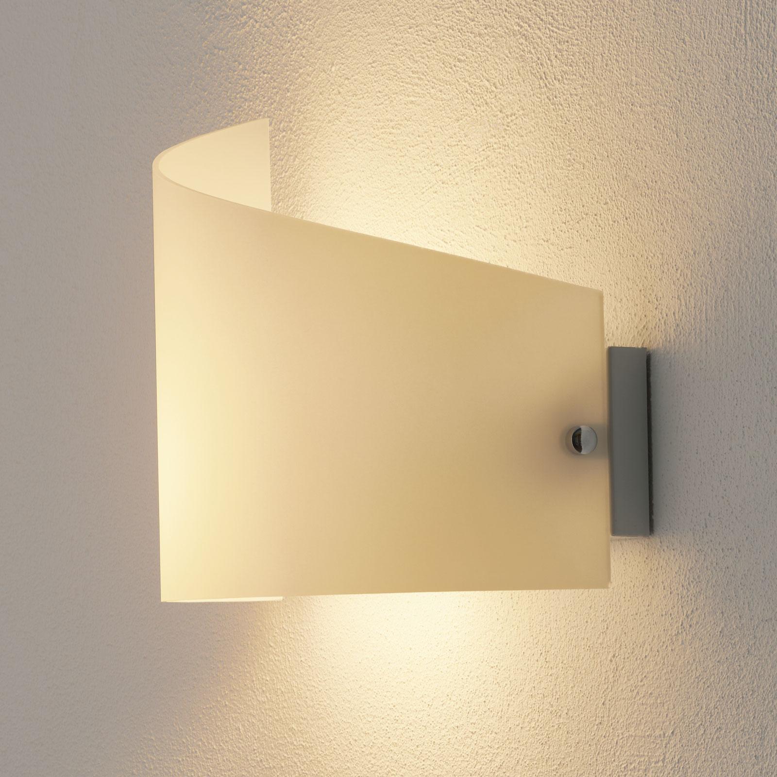 Moa væglampe med buet glasskærm