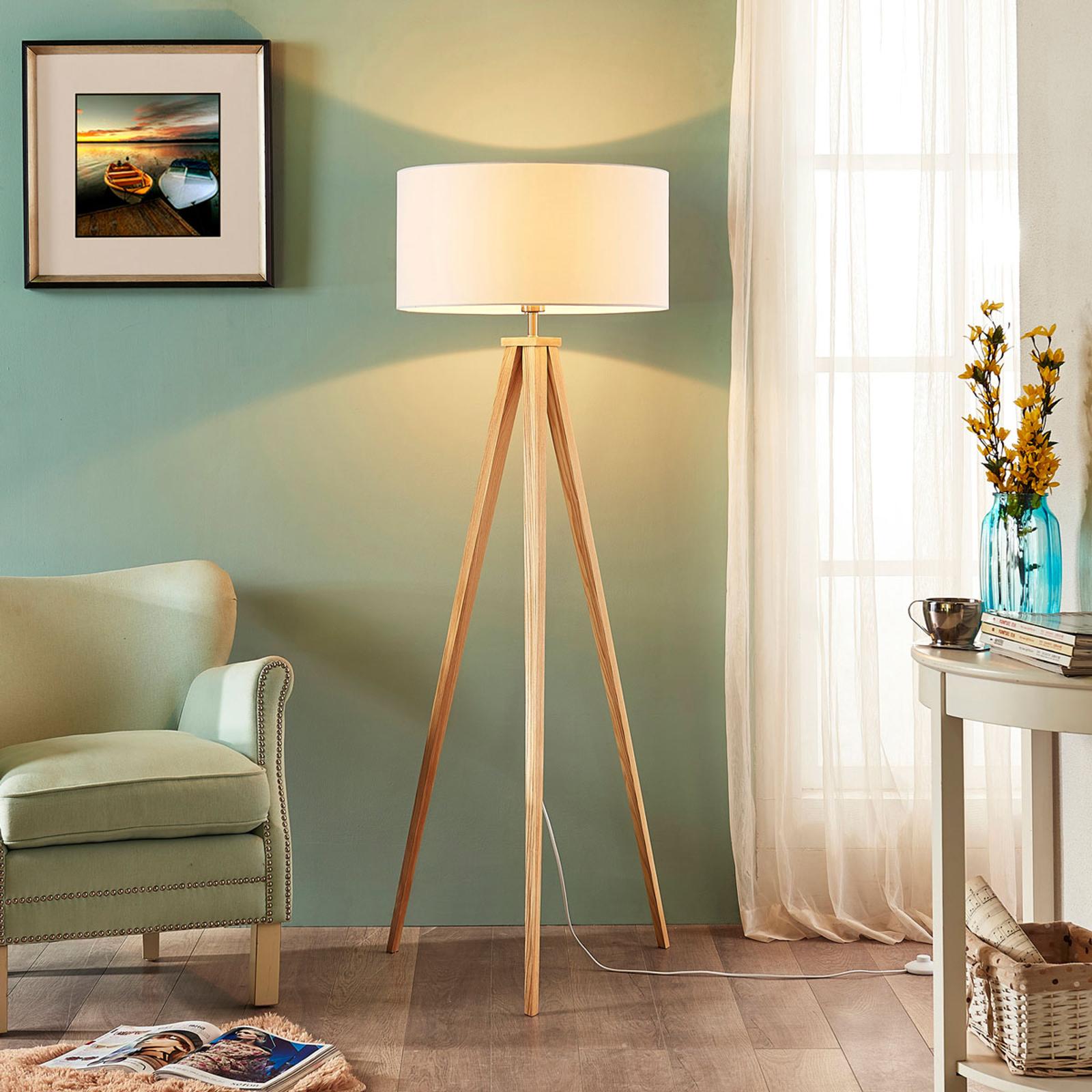 Driepoot houten vloerlamp Mya met witte kap