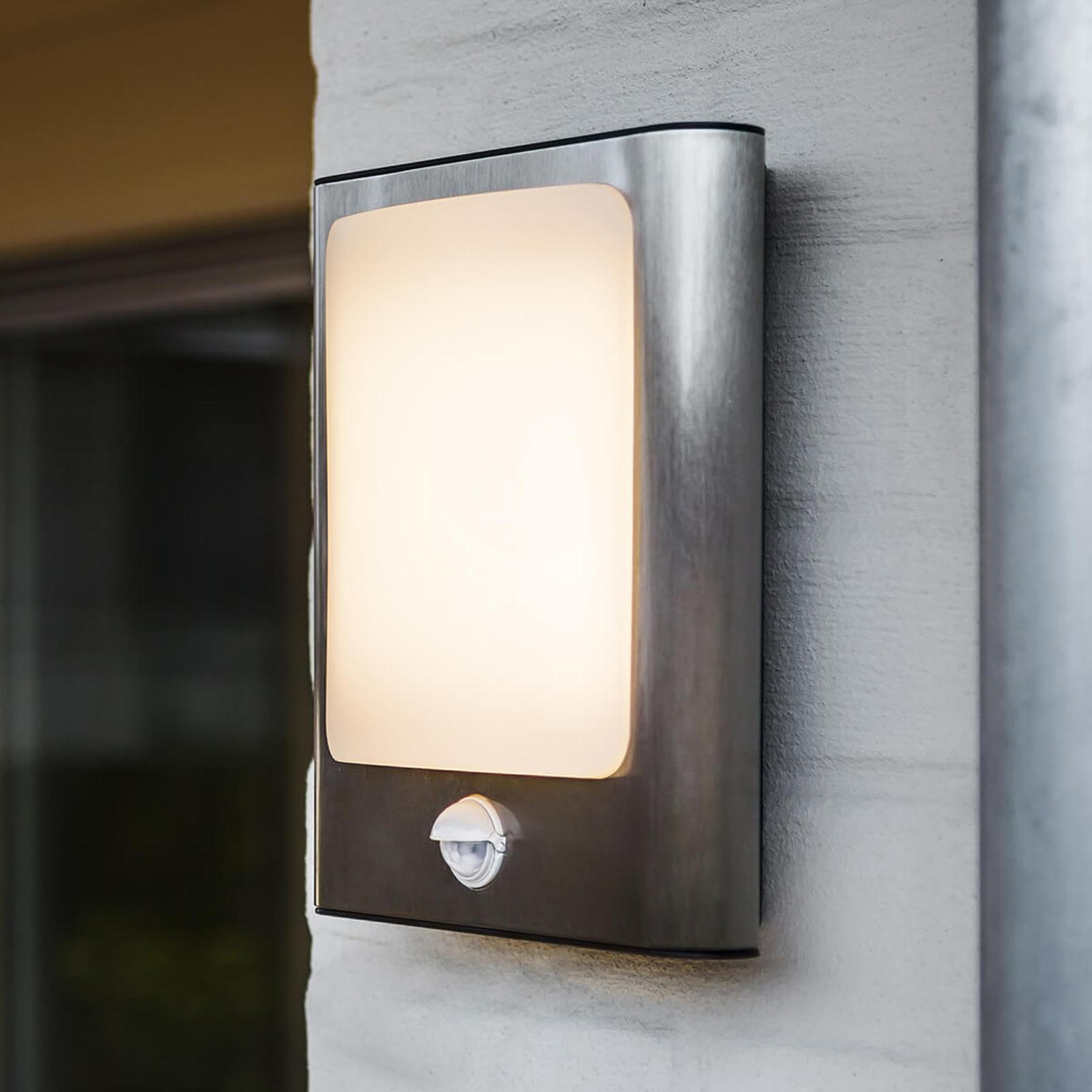 Stalowy kinkiet LED Face na zewnątrz, z czujnikiem