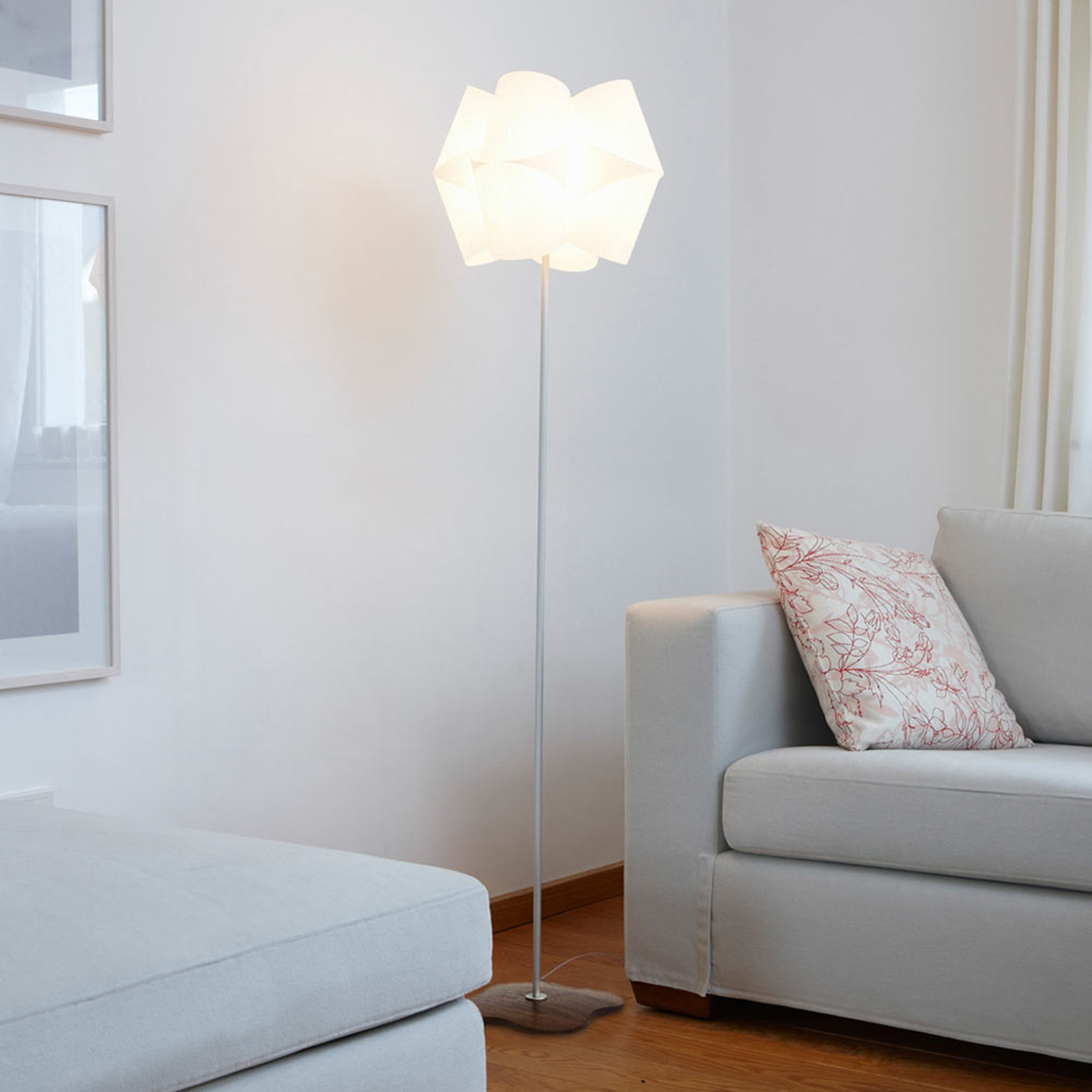 Floor lamp Julii with a walnut wood base_2600500_1
