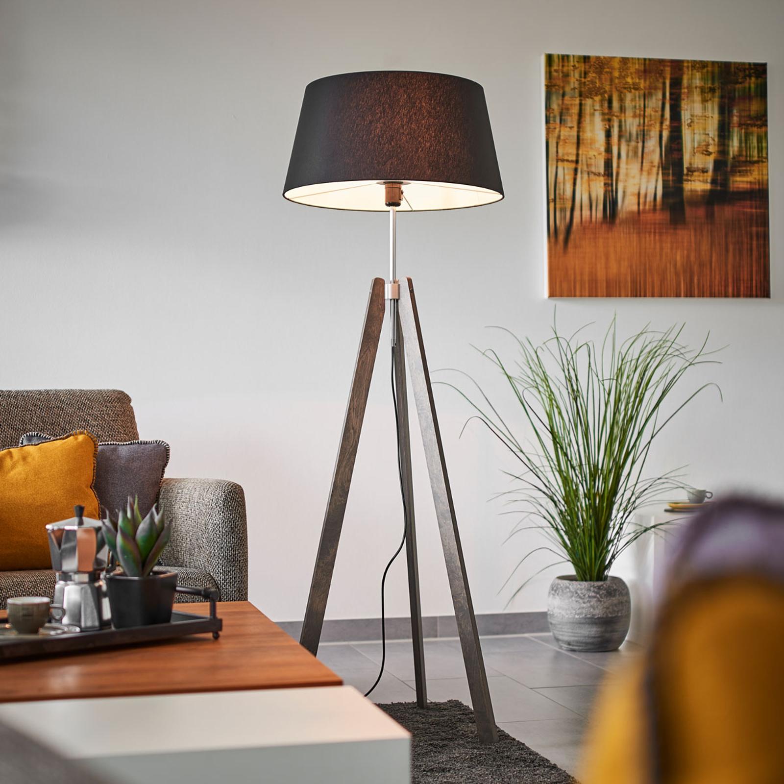 Thea – drewniana lampa stojąca, czarny chintz