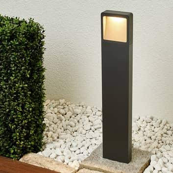Leya - en moderne gatelampe med LED-lys