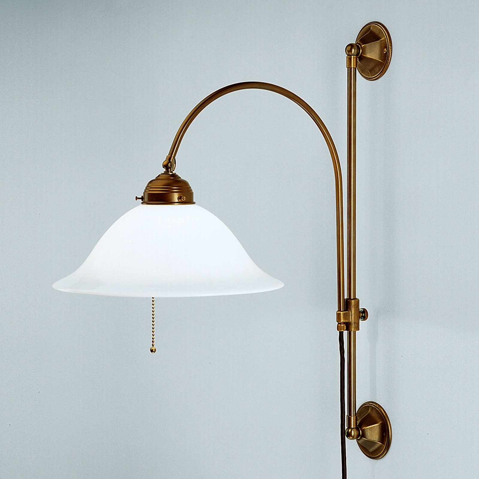 Rhodos - uitzwenkende messing wandlamp