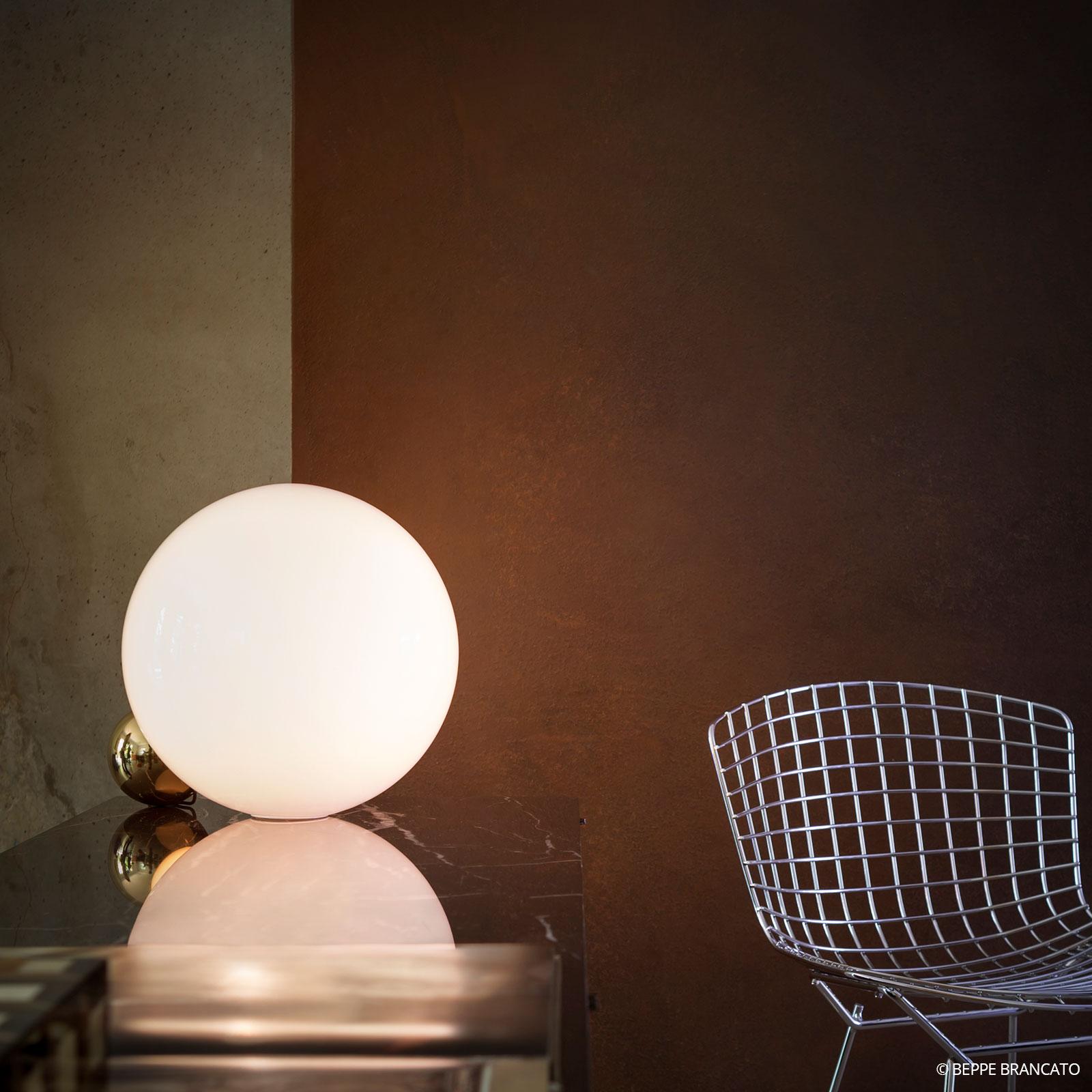 FLOS Copycat – stolná LED lampa, zlatá
