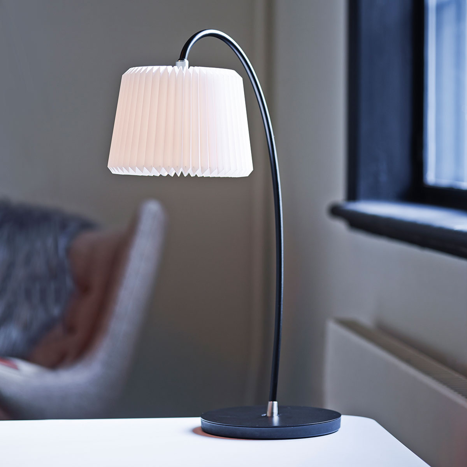 LE KLINT Snowdrop - tafellamp met kunststofkap