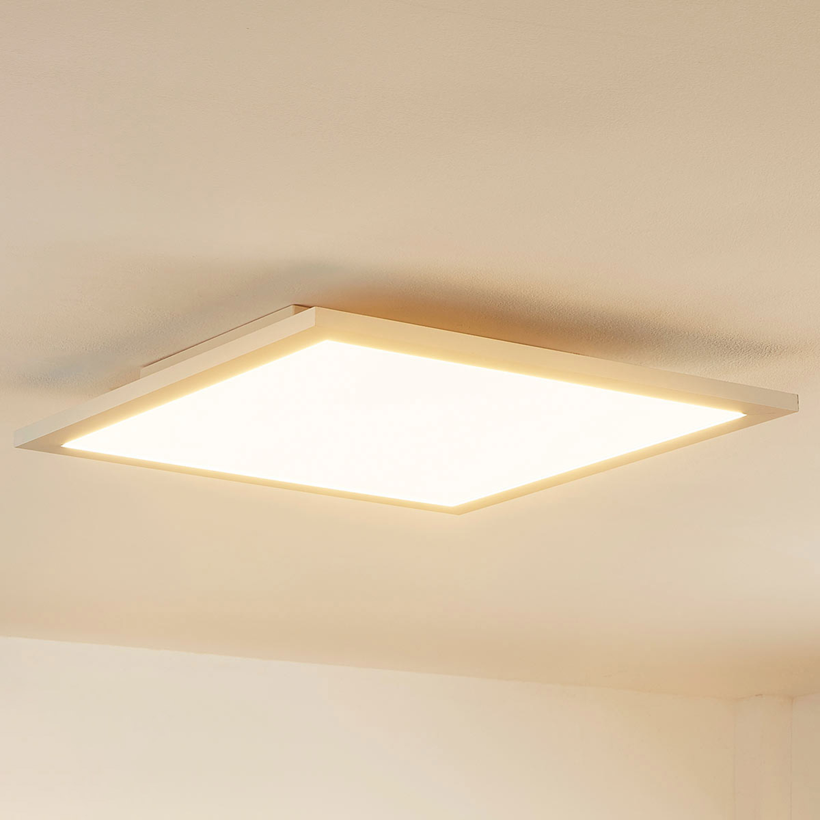 Kvadratisk LED-takpanel Enja, utenpåliggende