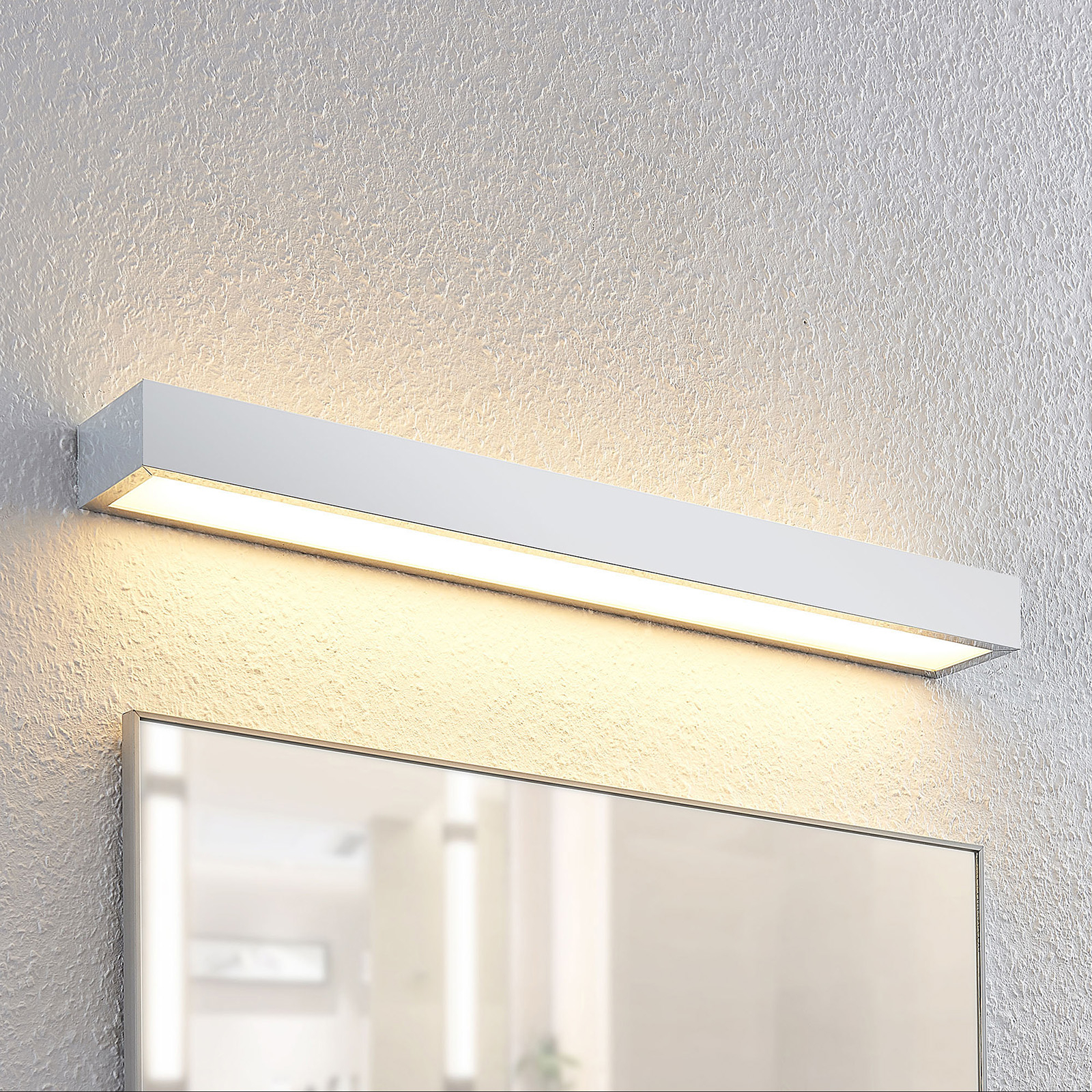 Lindby Layan LED nástěnné světlo, chrom, 60 cm