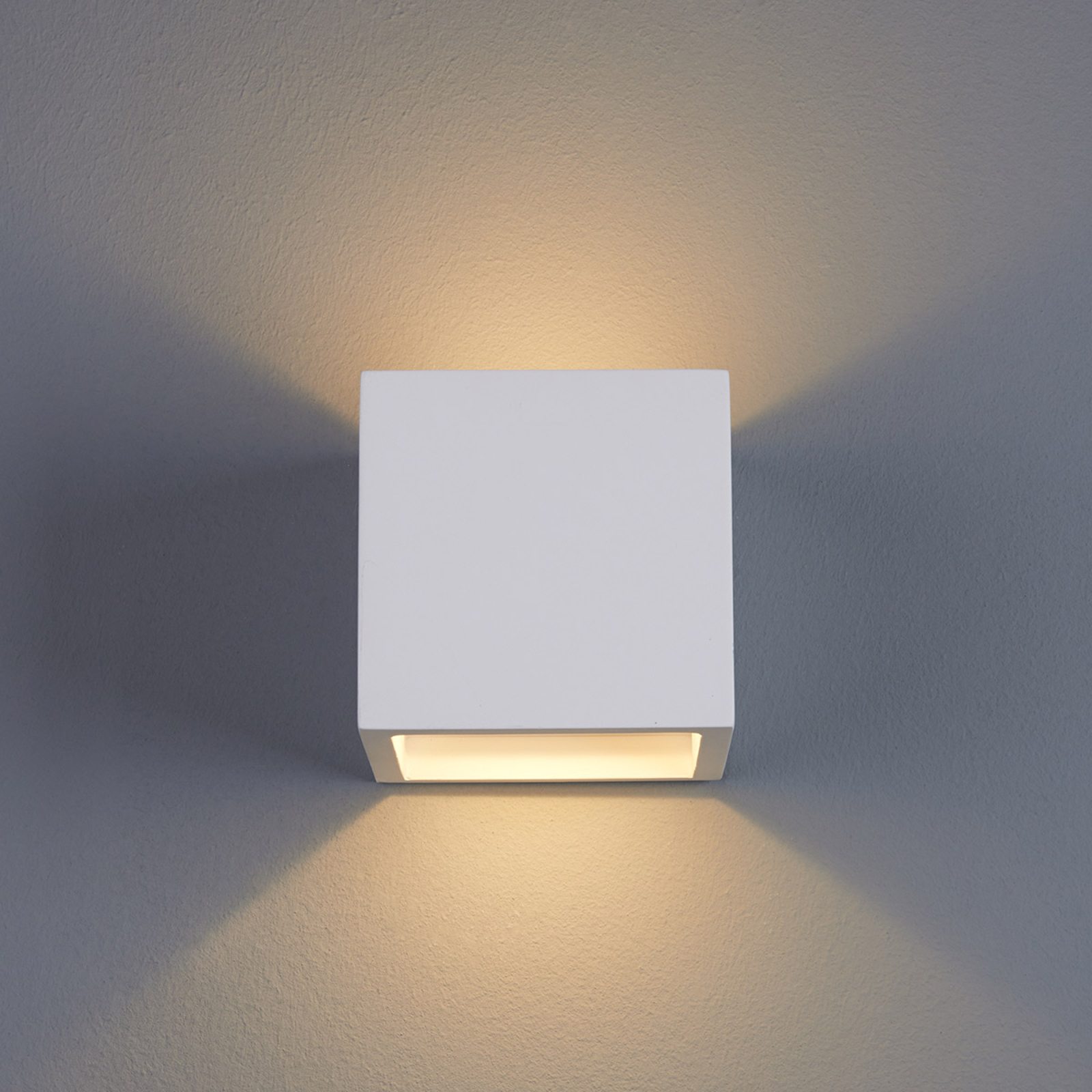 Würfelförmige LED-Wandleuchte Marita aus Gips