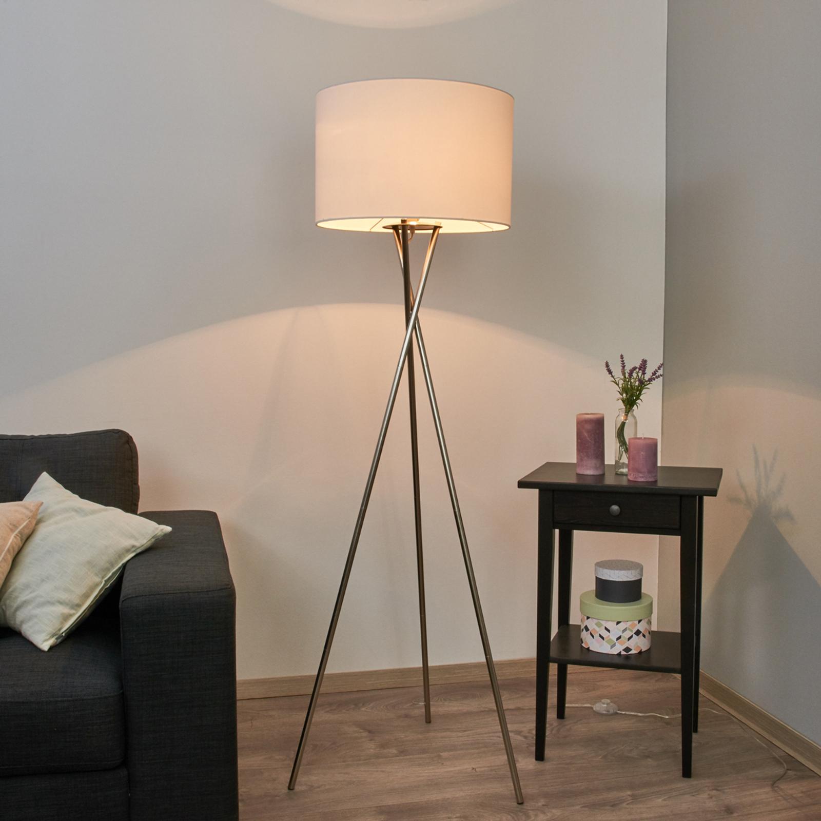 Driepoots staande lamp Fiby met witte stoffen kap