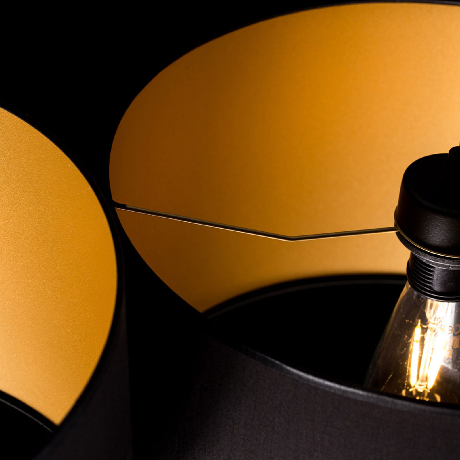 Lampa wisząca Roto 3 czarna, klosze wewnątrz złote