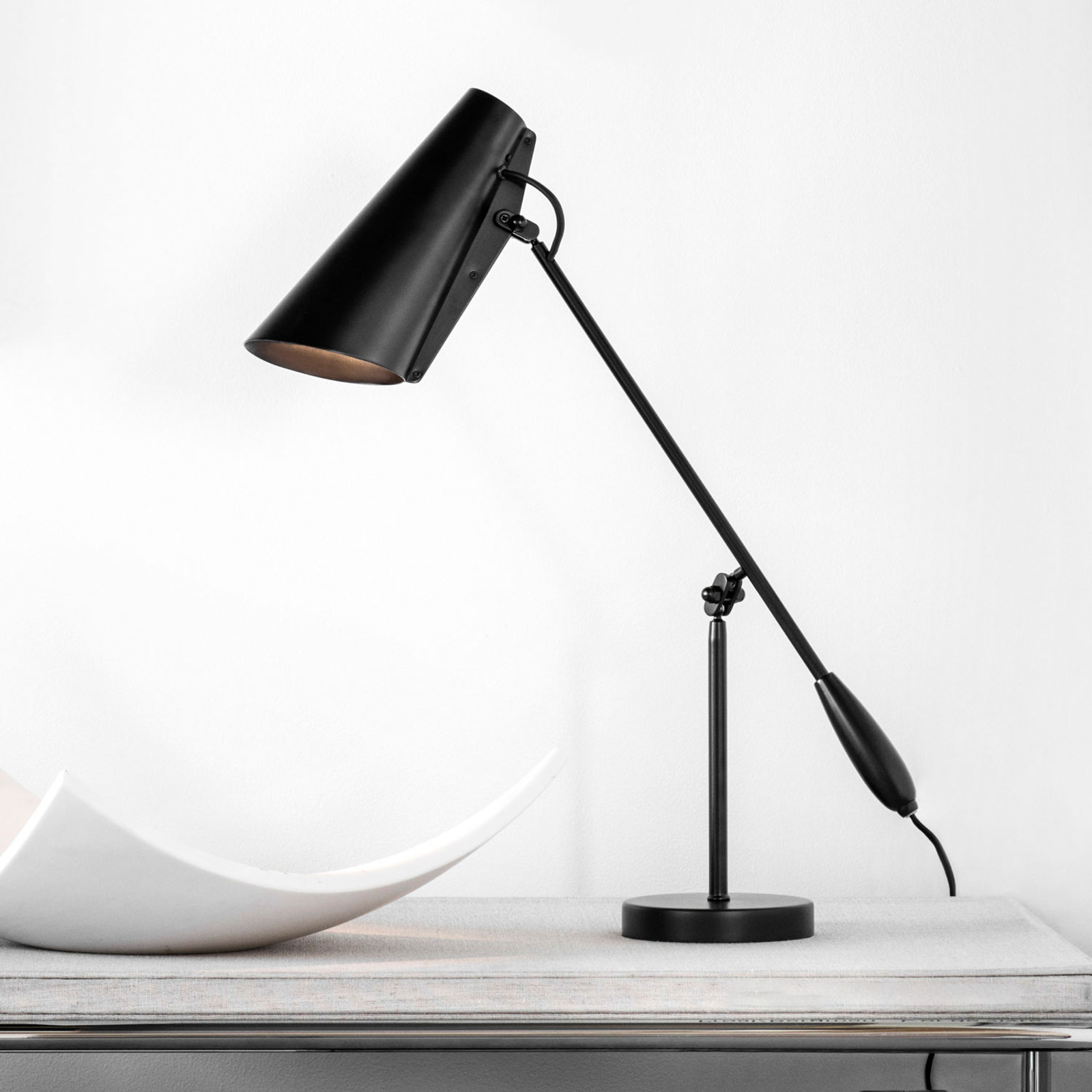 Northern Birdy – bordlampe i svart