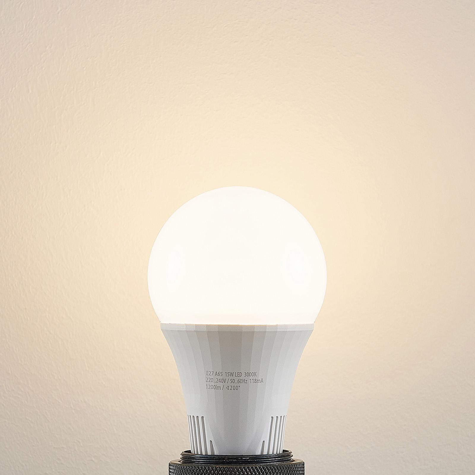 LED-pære E27 A65 15W 3.000K, kan dæmpes i 3 trin