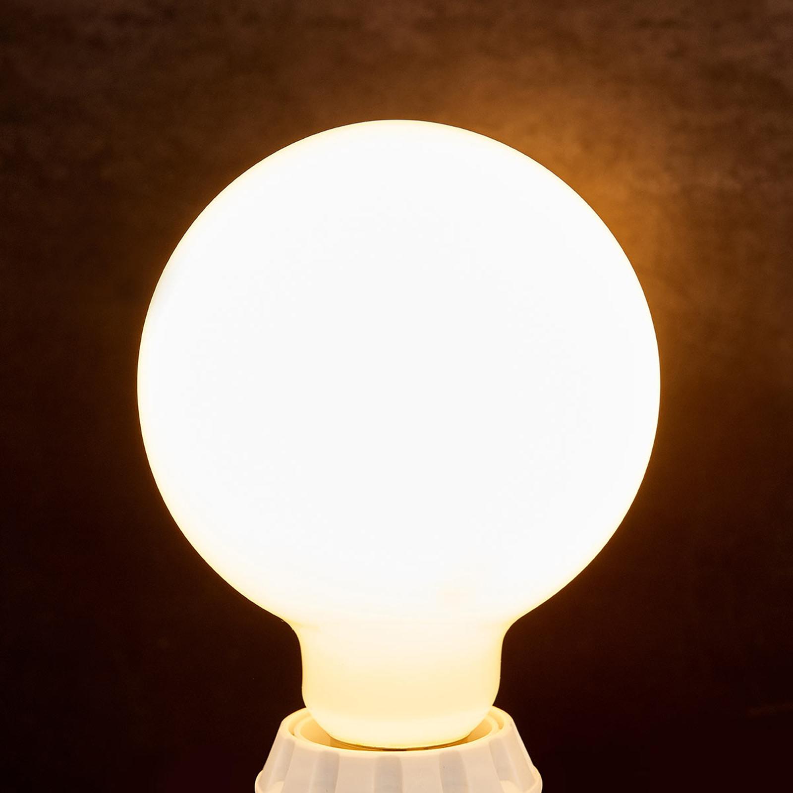 LED-bollamp E27 8W, 880 lm, 2.700K, opaal
