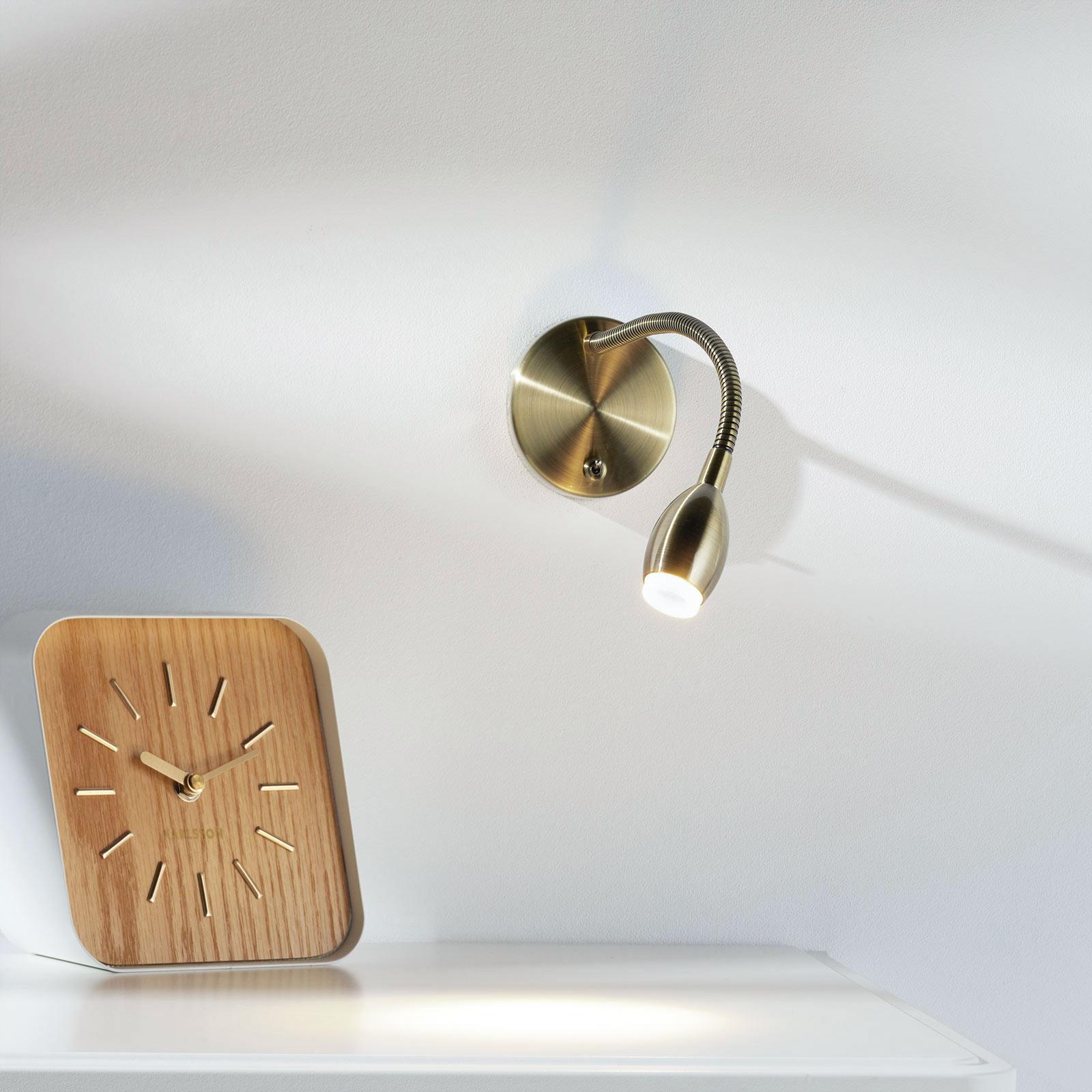 Flexibla LED-vägglampan MARTA i mässing