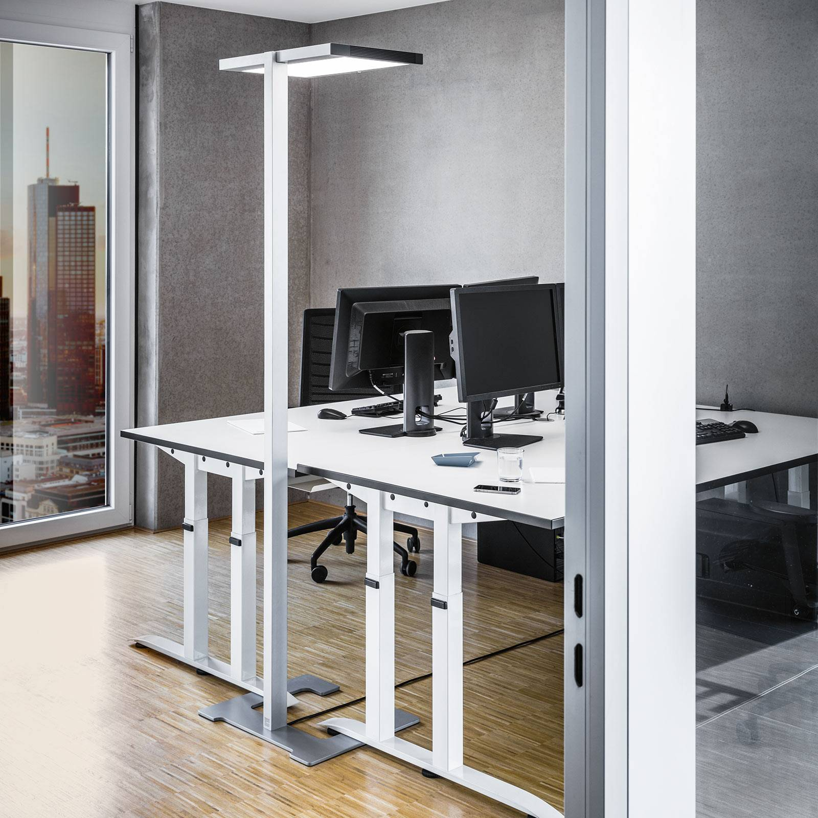Luctra Vitawork LED kantoor vloerlamp 17000lm PIR