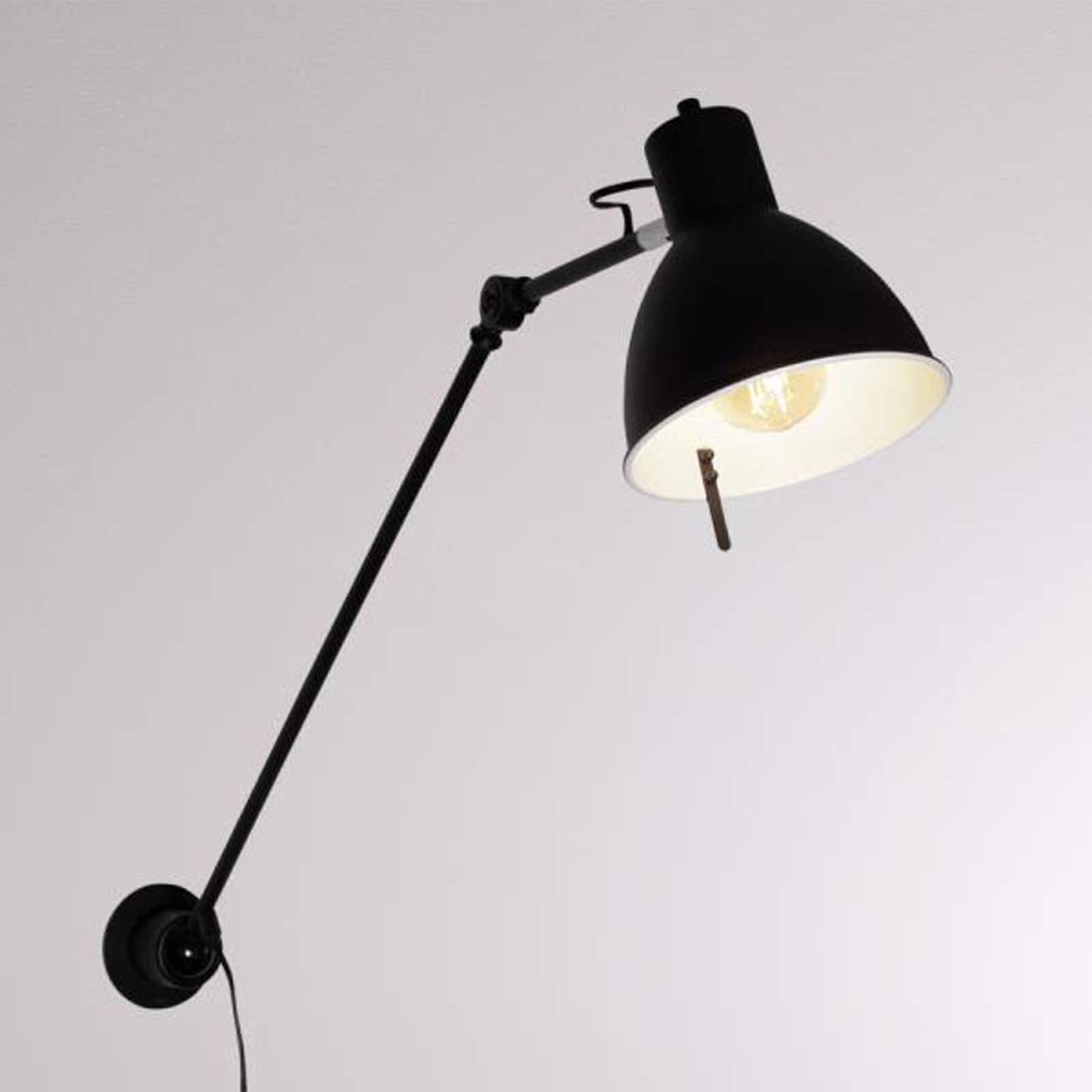 LOUM Iwo 2 wandlamp met stekker bereik 106,6cm
