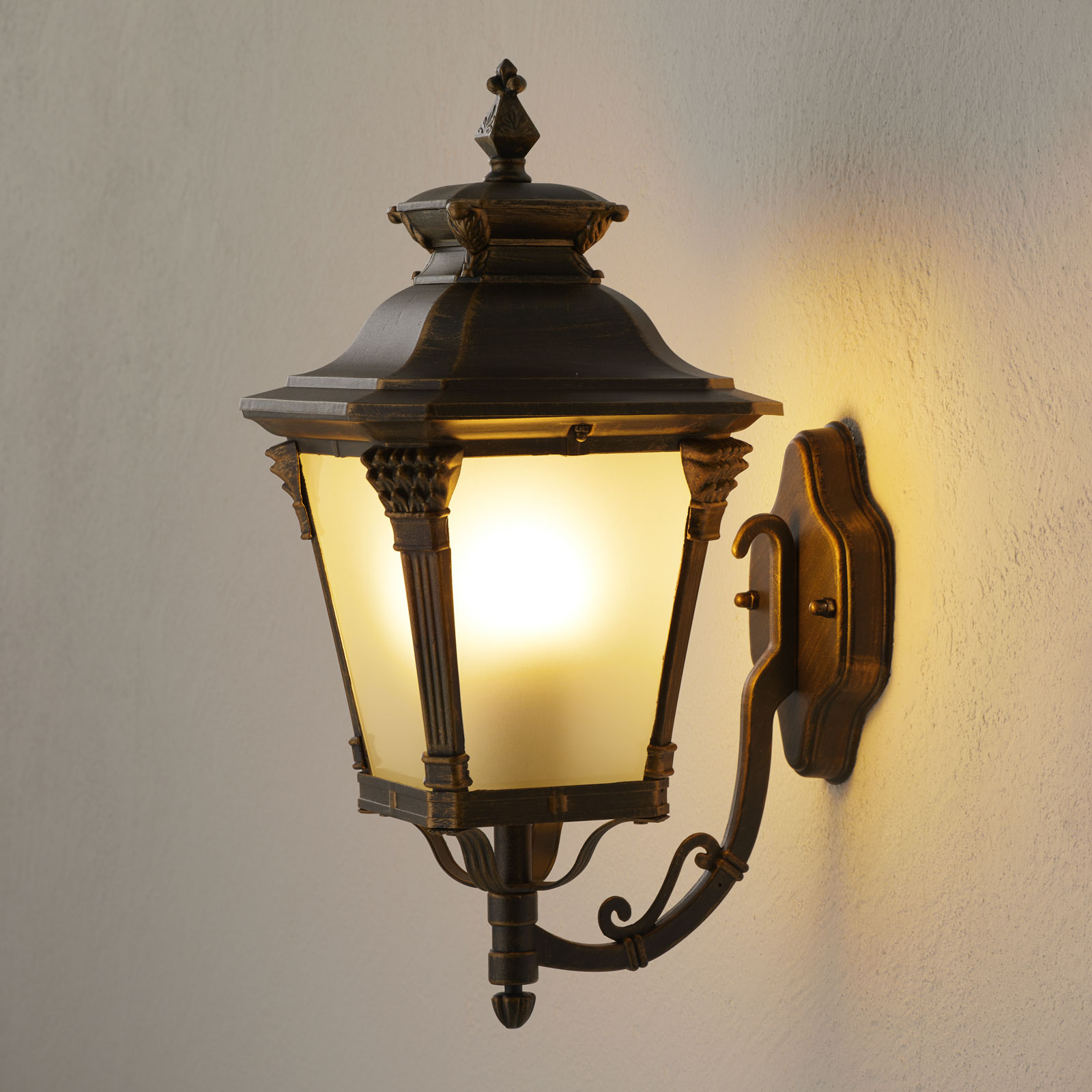 Buitenwandlamp Viviana staand nostalgisch