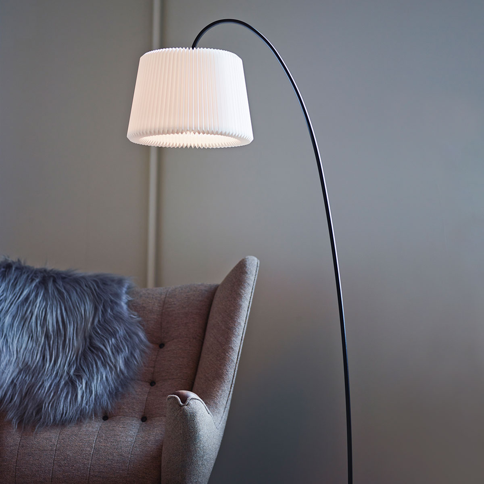 LE KLINT Snowdrop golvlampa, pappersskärm vit