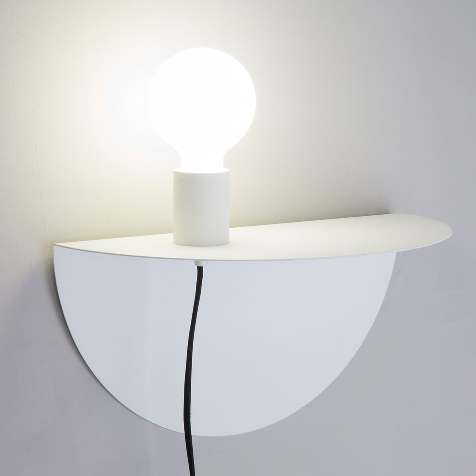 Praktische wandlamp Nit m. legbord