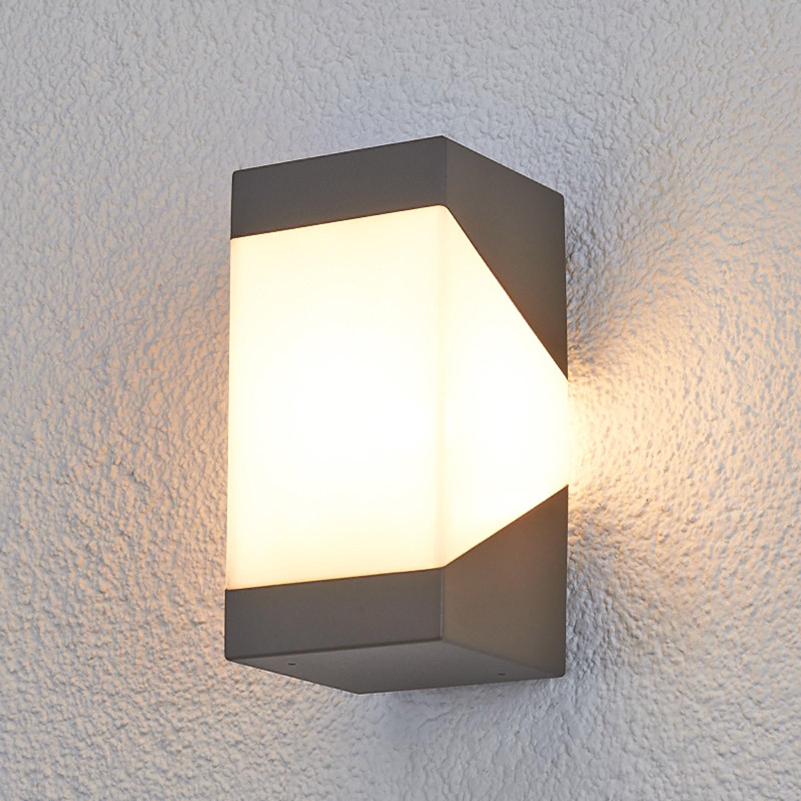 Efektowna lampa ścienna zewnętrzna Kiran