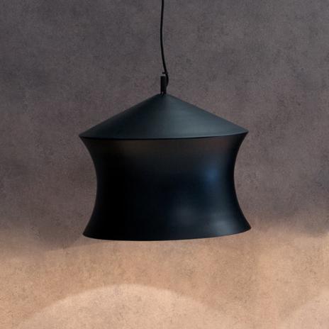 Czarna lampa wisząca Beat Waist z mosiądzu