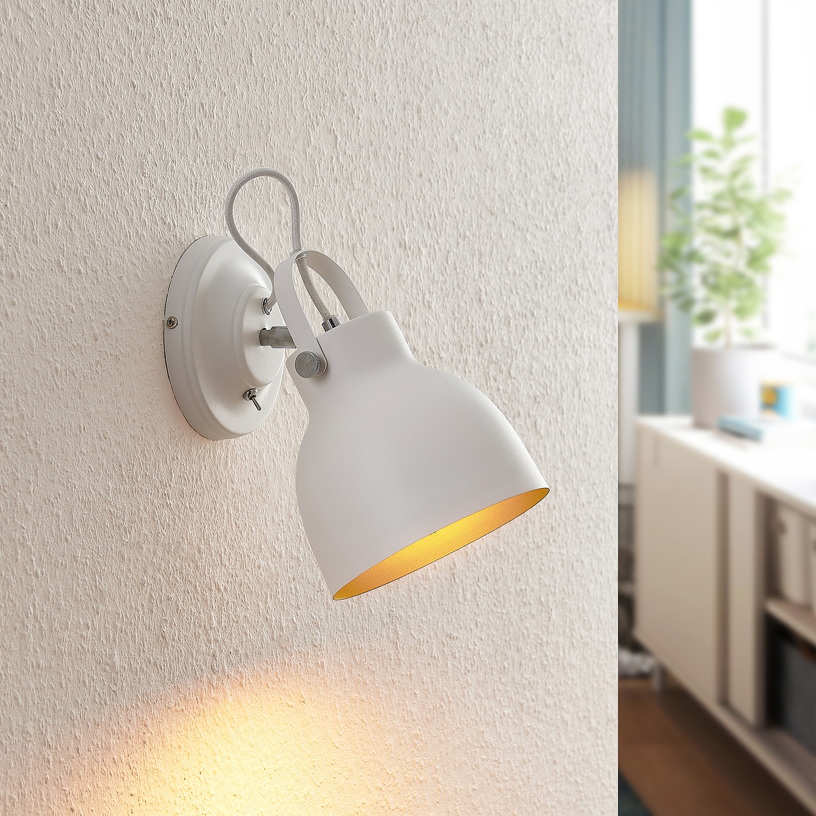 Lindby Adirta metalen wandlamp in wit