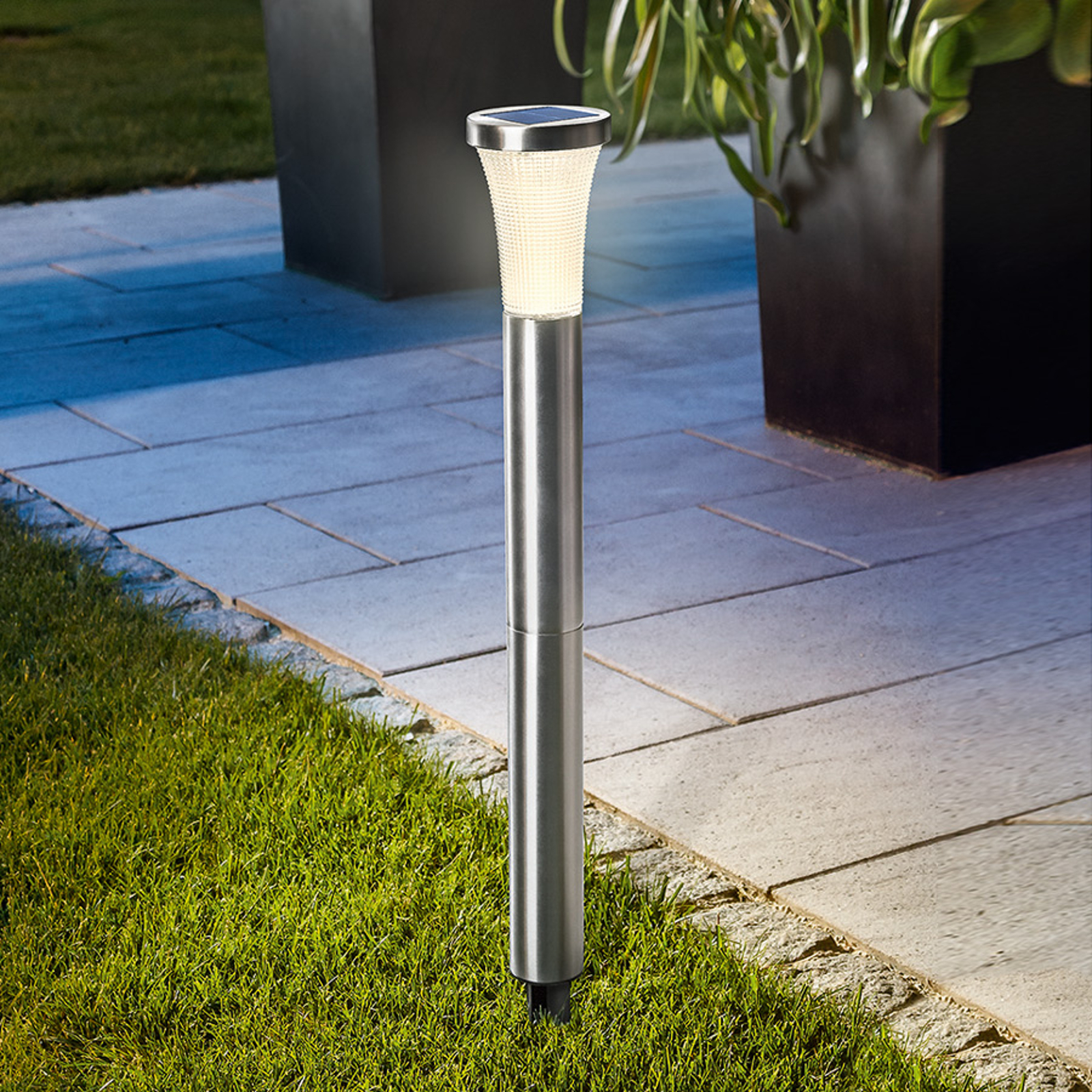 Lampa solarna LED Tower Light z grotem ziemnym